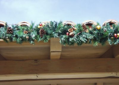 HOA Community Close Up Perimeter Roofline Decorated Garland